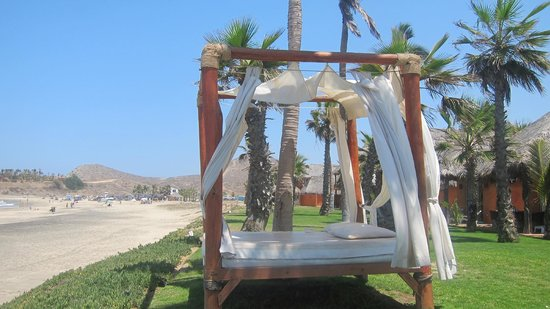 Cerritos Surf Town : Outdoor lounge beds