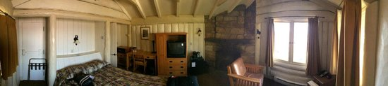 Bright Angel Lodge: Panoramic view of the Rim Cabin with fireplace