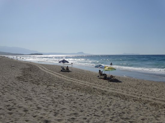 Chrissas Apartments: пляж