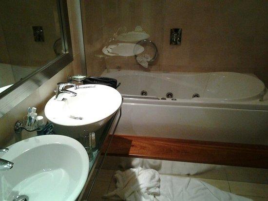 The Westin Dragonara Resort, Malta : bath