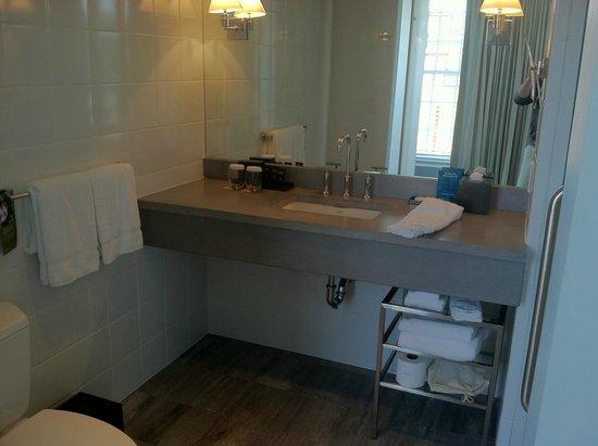 Lorien Hotel and Spa, a Kimpton Hotel : Bathroom