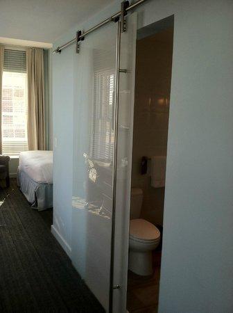 Kimpton Lorien Hotel & Spa: The beautiful bathroom door that doesn't close all the way..