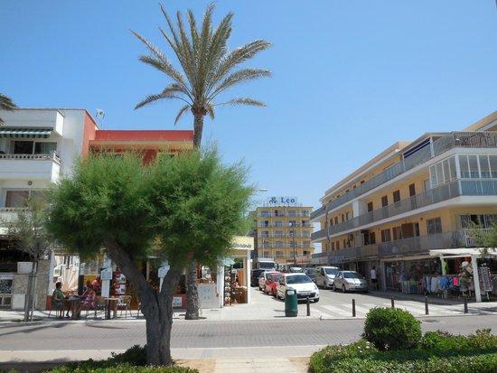 Roc Leo Hotel: вид с пляжа