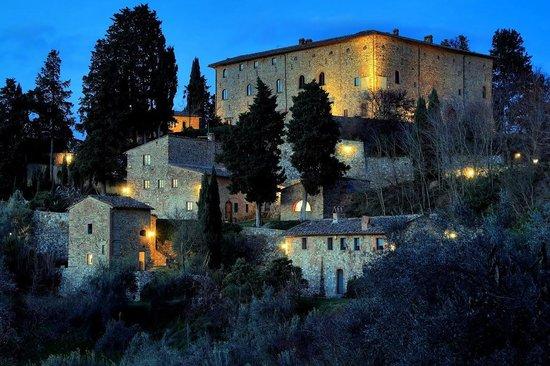 Castello di Bibbione : Il Castello by night