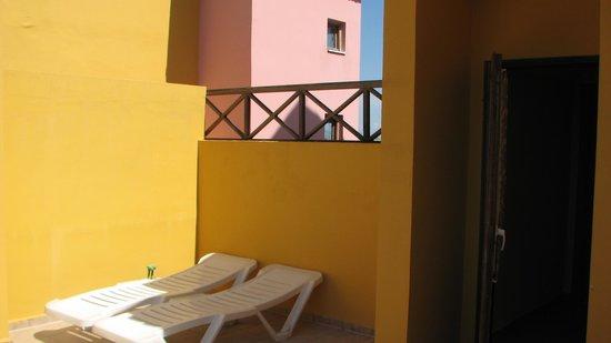 Sirene Belek Hotel: на балконе-террасе есть шезлонги