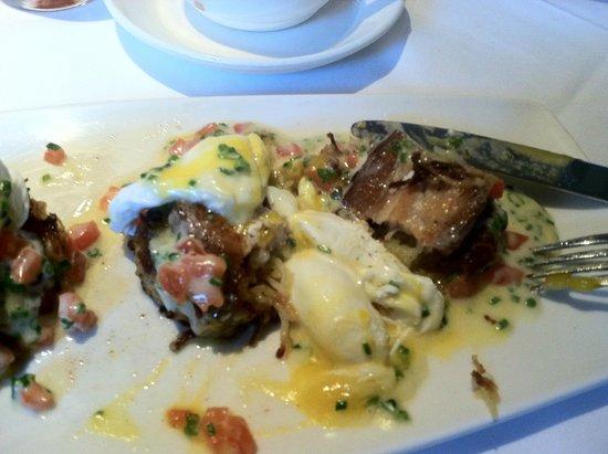 BRABO Restaurant: Pork belly eggs benidict..yum
