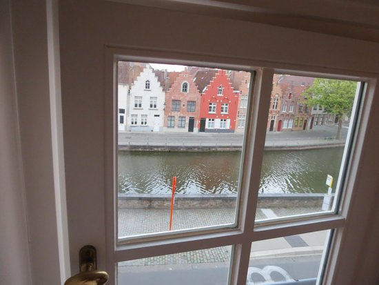Hotel Ter Duinen: Canal view from our window