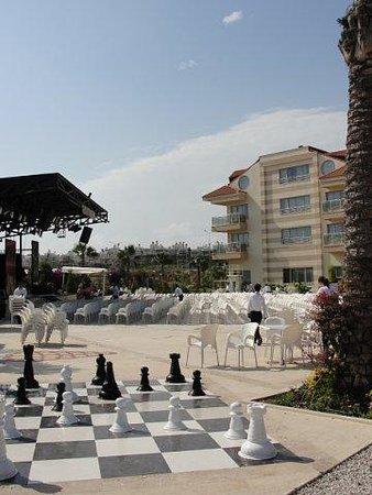 Sensimar Side Resort & Spa: шахматы на территории