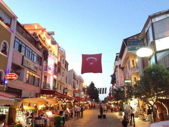 Agora Guesthouse: Istambul street