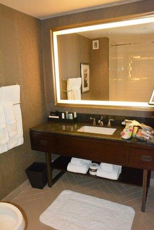 Omni Nashville Hotel: Bath vanity