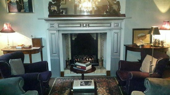 Hawksmoor House at Matjieskuil Farm : Roaring fire in the bar