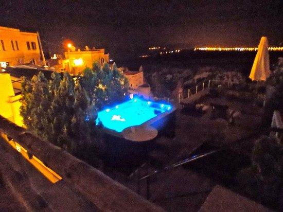Taskonaklar Boutique Hotel : Jacuzzi at night time.