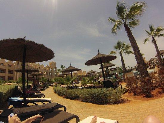 Hotel Riu Touareg: pool side