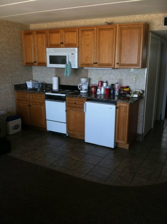 Marjac Suites Virginia Beach Oceanfront : Small Kitchen area
