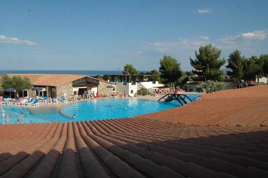Cala Gonone Beach Village : camera sulla piscina