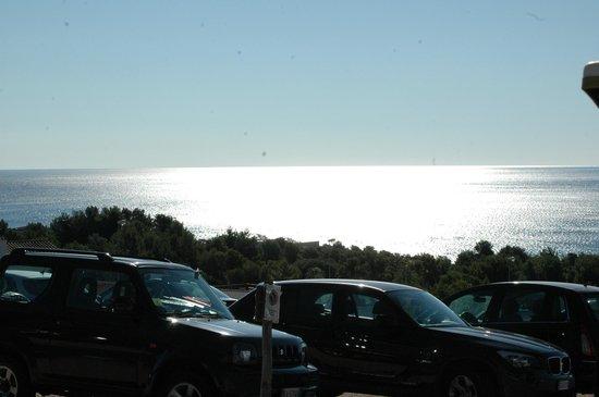 Cala Gonone Beach Village : parcheggio spiaggia/scogli