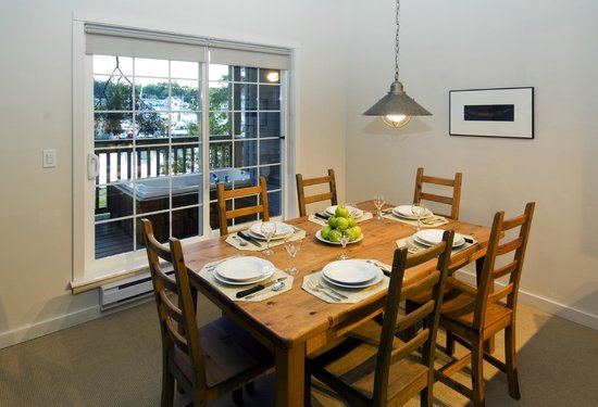 Water's Edge Shoreside Suites : Large Dining Areas - Perfect for Families