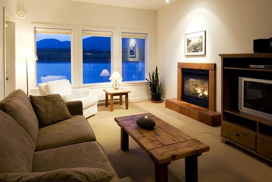 Water's Edge Shoreside Suites : Stunning vistas from Living Room with Fireplace