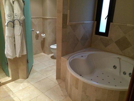 Hotel SH Villa Gadea: Boblebad på badet.