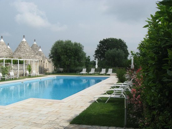 Abate Masseria & Resort : Pool und Trullis 2