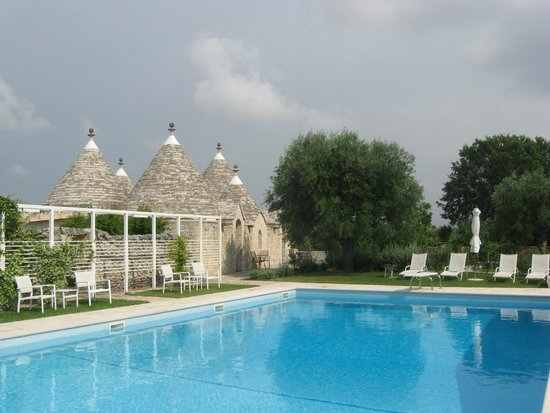 Abate Masseria & Resort : Pool und Trullis 1