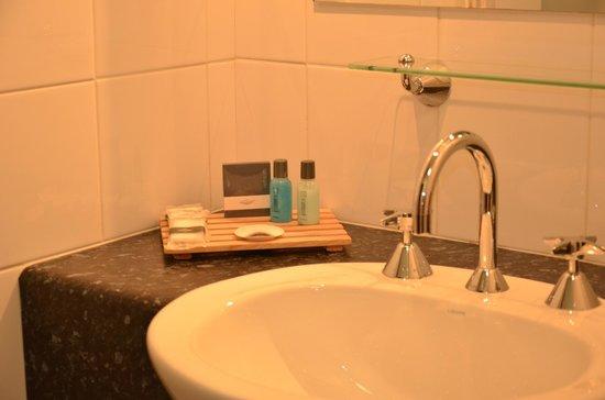 Bussells Bushland Cottages: Clean bathroom