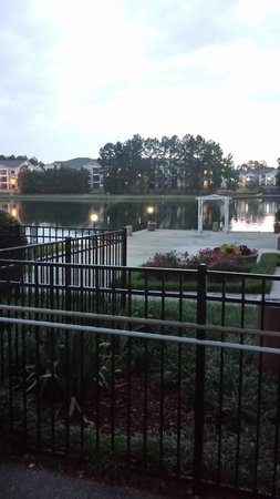 DoubleTree Suites by Hilton Hotel Raleigh-Durham: View of Lake, Gorgeous