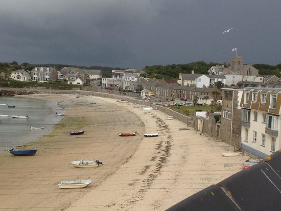 Schooners Hotel: View toward the church and town