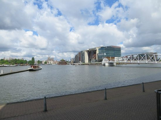 DoubleTree by Hilton Hotel Amsterdam Centraal Station: across the canal