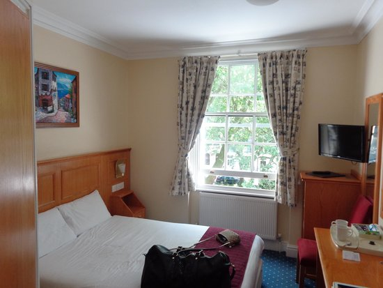 Days Inn London Hyde Park: Room