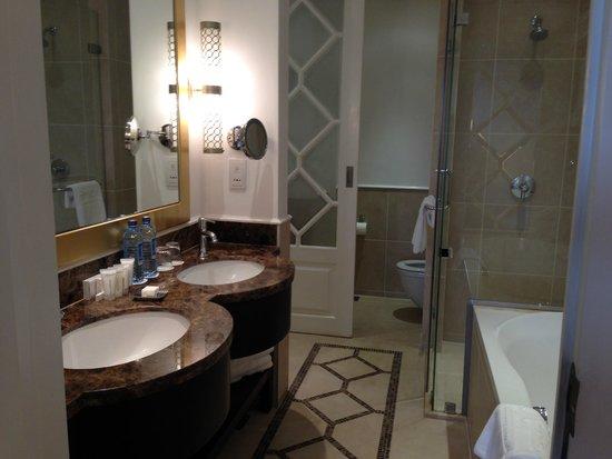 Villa Rosa Kempinski Nairobi: Bathroom