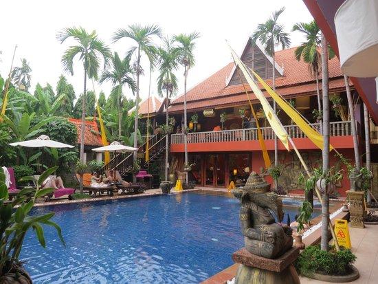 Golden Temple Hotel: Pool area