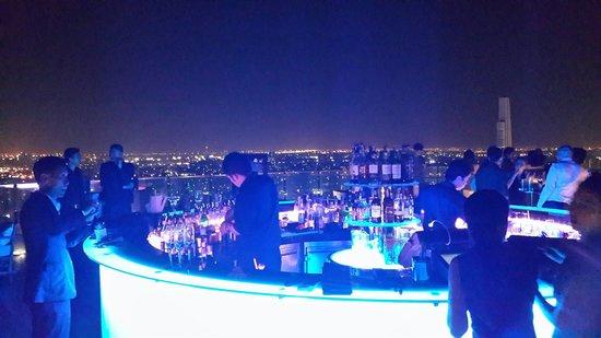 Octave Rooftop Lounge and Bar: บรรยายดี มองเห็นวิวกรุงเทพ ดีเจเปิดเพลงดีมาก