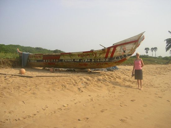 Busua Waves Resort: Fishing Boat