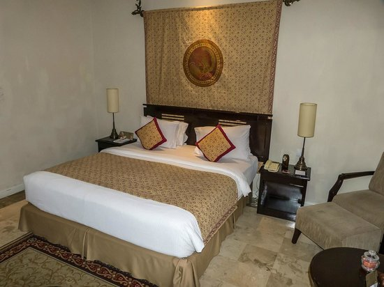 The Phoenix Hotel Yogyakarta - MGallery Collection: Cama grande