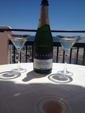Apartamentos Soldoiro : Champagne from the management for our anniversary x