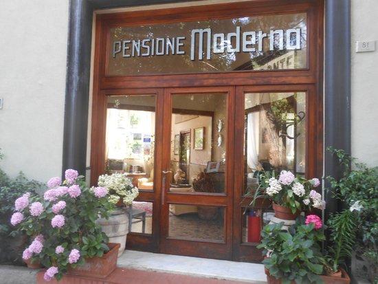 Hotel Pensione Moderna: Entrata