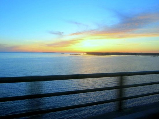 Mackinaw Beach and Bay - Inn & Suites: sunsets are great too