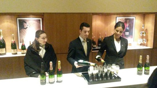 Moet et Chandon Champagne Cellars: Degustação ao final da visita.