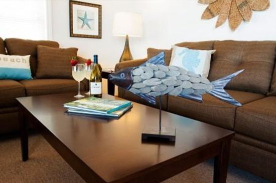 Shoreline Oceanfront Rooms and Suites: Suite Living Room!