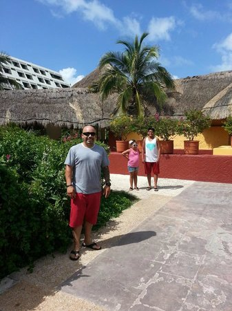 Grand Oasis Cancun: wandering the grounds