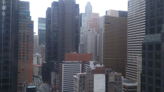 Crowne Plaza Times Square Manhattan: 部屋の窓から