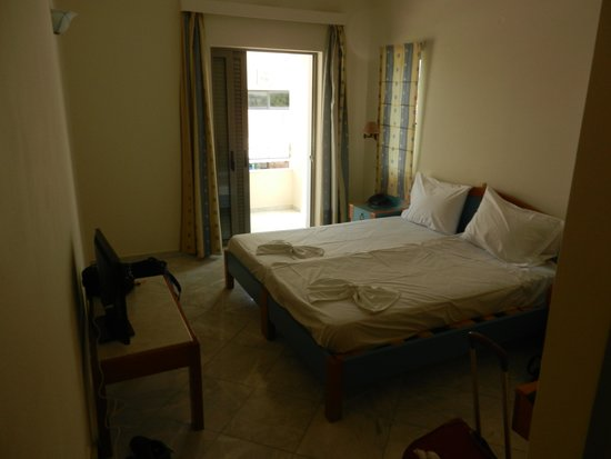 Yakinthos Hotel: chambre