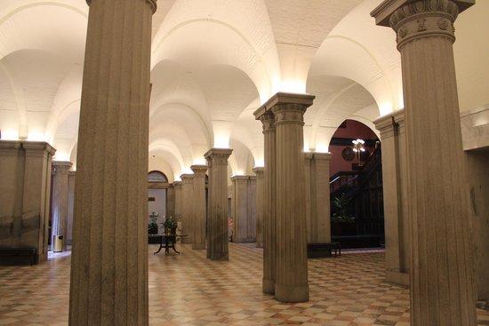 lobby, South Carolina State House, June 2014