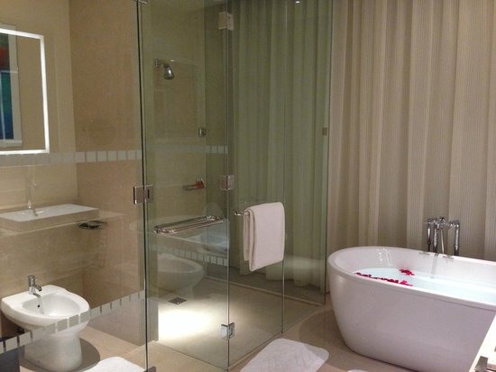The Oberoi, Dubai: Magestic Bathroom