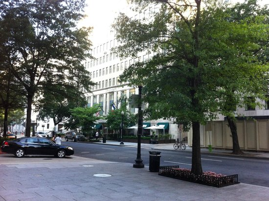 Sofitel Washington DC : Outside view from across Street