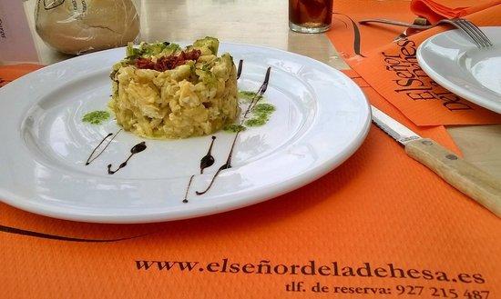 El Señor de la Dehesa: Revuelto de bacalao, exquisito, con presentacion y es del menu.