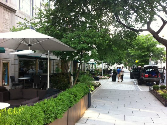Sofitel Washington DC : Bar and restaurant with outdoor seating
