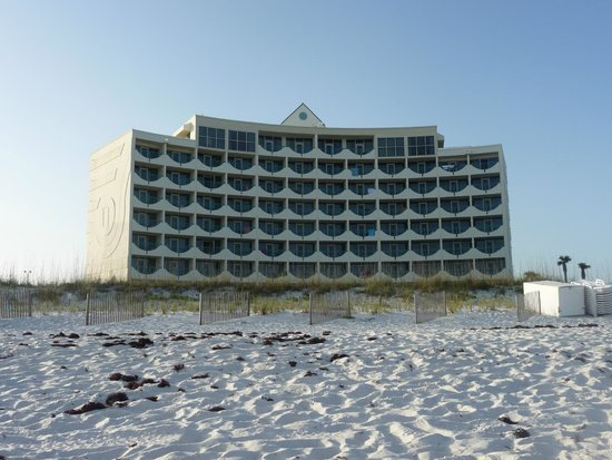 Holiday Inn Express Pensacola Beach: View fo the hotel from the beach