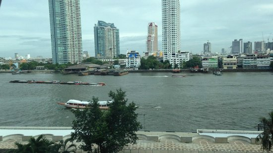 Ramada Plaza Bangkok Menam Riverside : Day view from the room
